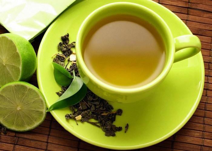 Чай с лимоном повышает настроение, способствует похудению и борется с вирусами